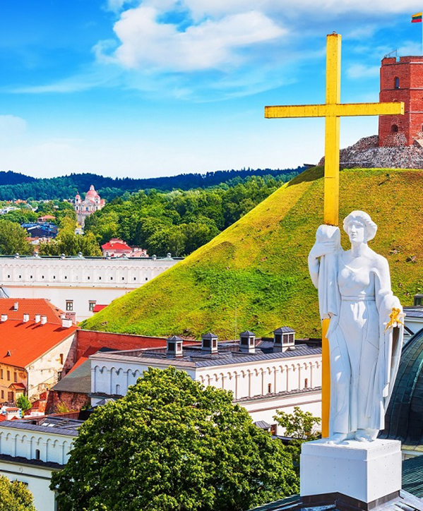 Scenic,Summer,View,Of,The,Old,Town,Architecture,With,Gediminas