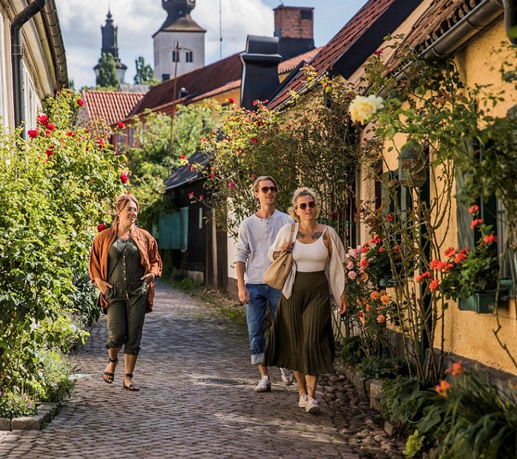 tina_axelsson-walking_in_visby-7441