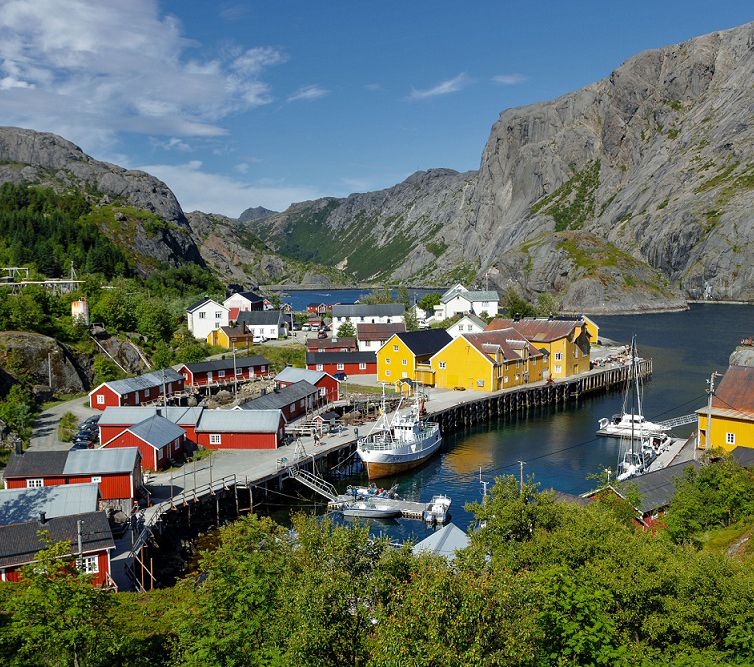 Highlight 3 - Visit one of the fishing villages - Copyright Hallvard Kolltveit Destination Lofoten