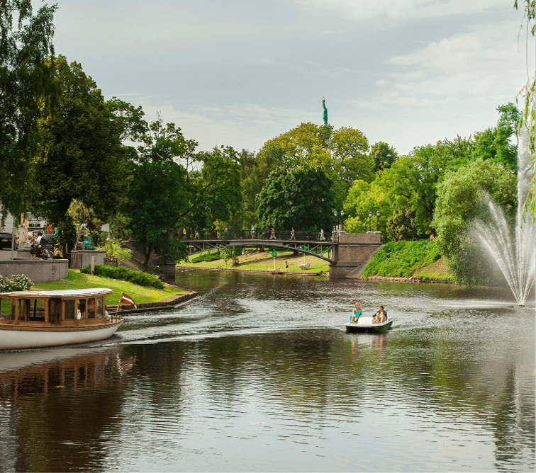 Riga-canal-with-boats---CREDITS-Ģirts-Raģelis